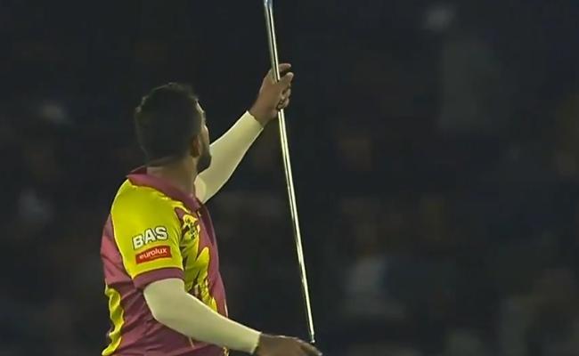 Shamsi Celebrates Wicket With Magic Trick On The Field - Sakshi