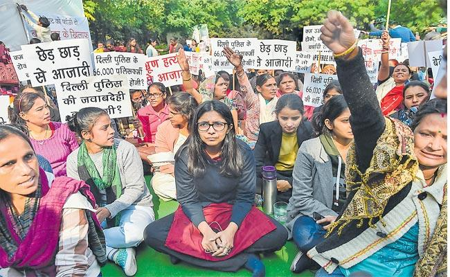 Women Commission Chairperson Swati Maliwal Doing Protest At Rajghat For Disha Incident - Sakshi