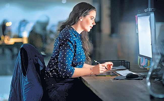 People Who Work Night Shifts Have Health Risks - Sakshi