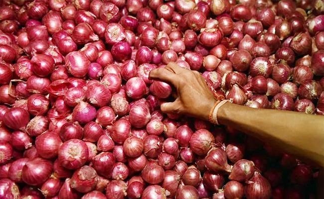 Onion Robbery in Perambalur Tamil nadu - Sakshi