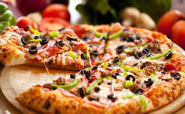 Bengaluru techie orders pizza, loses Rs 95000 - Sakshi