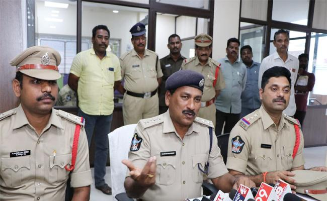 Murder Case Mystery Reveals PSR Nellore Police - Sakshi