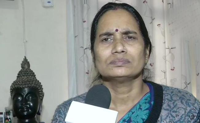 Nirbhaya Mother Respond On Disha Accused Encounter - Sakshi