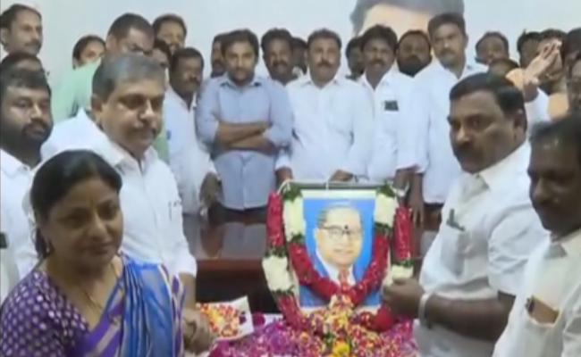 Ambedkar Death Anniversary celebrated At YSRCP Tadepalli Office - Sakshi