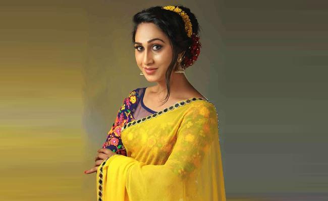 Boyfriend Threats to Hijra Actress Anjali Ameer tamil nadu - Sakshi