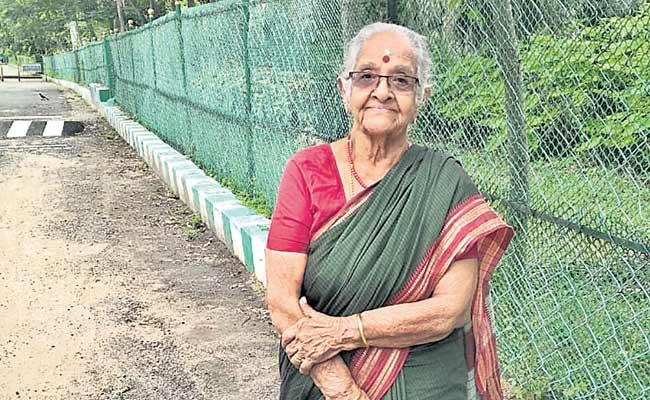92 Years Old Chennai Grandma Is Moving Forward To Solve The Problems - Sakshi