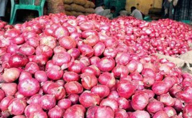 Onion Price Reaches Rs 170 In Telangana Due To Less Quantity - Sakshi