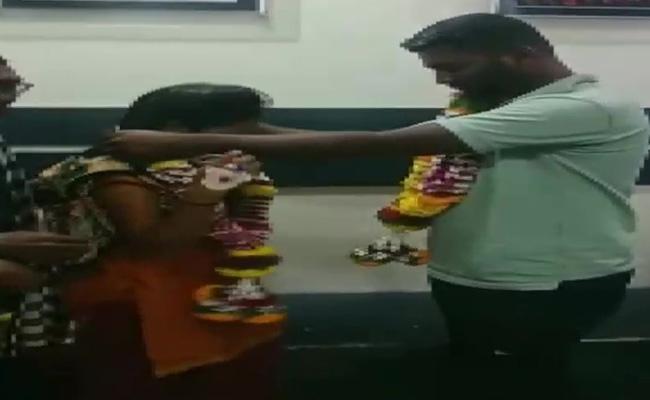 Man Marries Girlfriend In ICU In Pune - Sakshi
