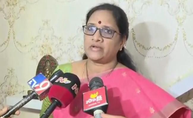 Vasireddy Padma Defended the Accused Encounter in the Disha Case - Sakshi