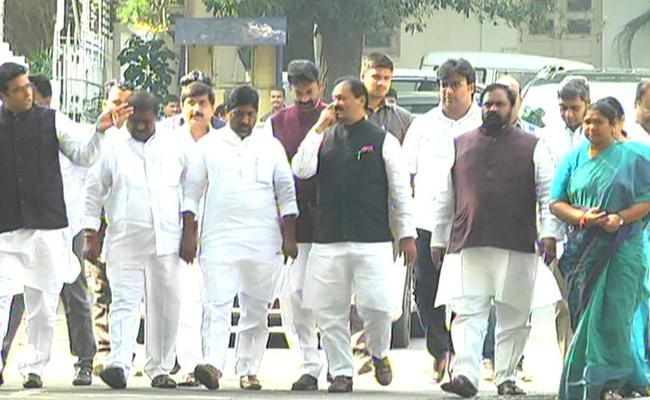 Congress Leaders Meets Governor Tamilisai - Sakshi