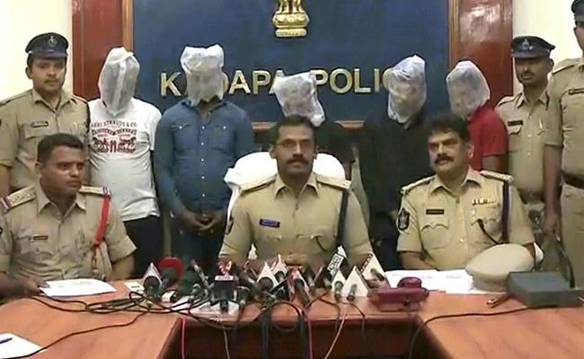 Kadapa Police Arrested Fake Currency Gang - Sakshi