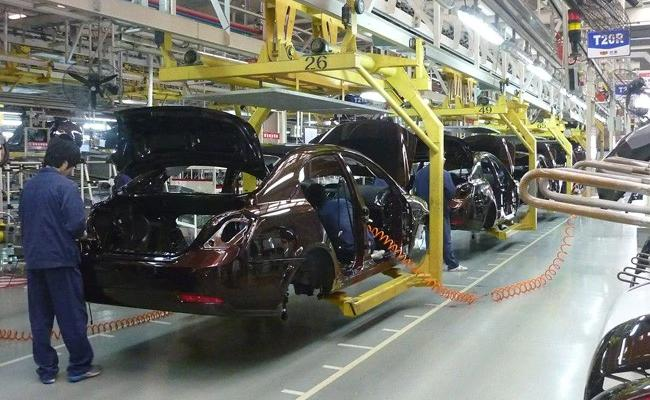 Over 1lakh workers laid off as auto component revenues decline 10 percent  - Sakshi