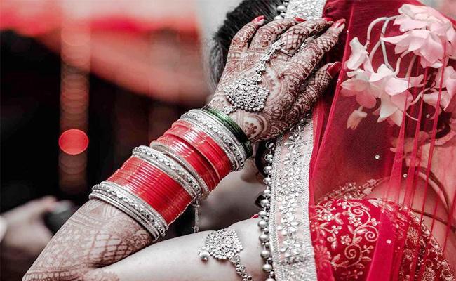 Father Stops Daughter Marriage For Kanyasulkam in Tamil nadu - Sakshi