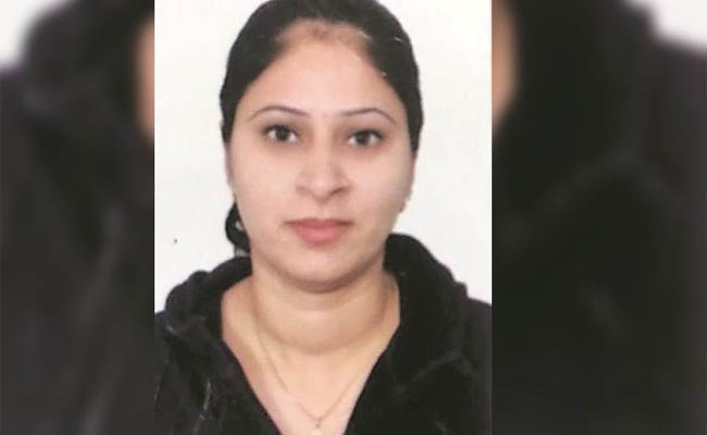 Lookout Notice Issued on Husband Who Killed His Wife in Chandigarh - Sakshi