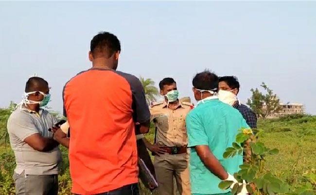 Women Murder Mystery In Kamareddy - Sakshi
