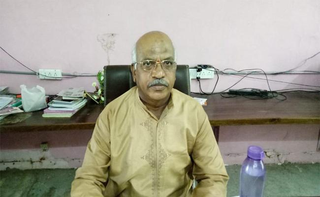 This is the Signal for Criminals: Retired Principal, Miryalaguda - Sakshi