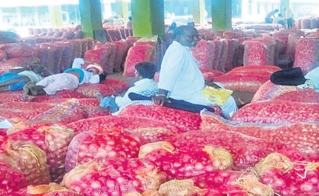 Break to Onion Exports - Sakshi