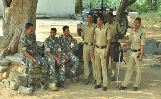 Encounter Of Disha Accused Creates Tension In Jaklair And Gudigunla Villages - Sakshi