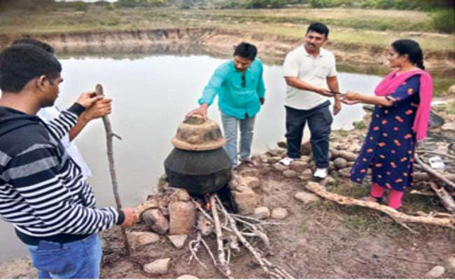 Excise Officer Natu Sara Making In Chittoor - Sakshi