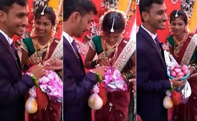 Onions Gift To New Couple in Karnataka - Sakshi