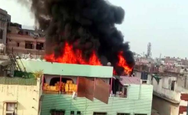 Fire breaks out at same building in Delhi where 43 people died in blaz - Sakshi