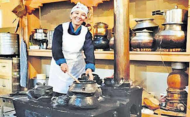 Nilza Wangmo Restaurants Successfully Running 3 Popular Branches Across Ladakh - Sakshi
