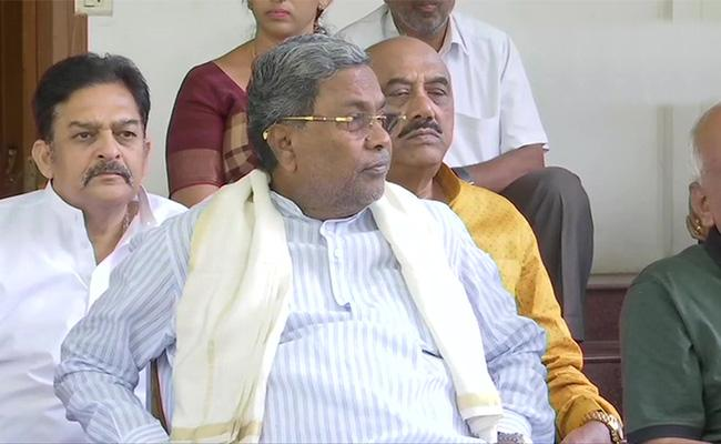 Siddaramaiah Resigns As Congress Legislative Party leader - Sakshi
