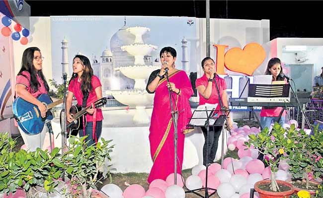 This All Woman Band From Uttar Pradesh Sings About Gender Justice - Sakshi