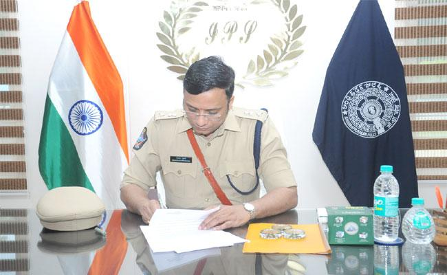 Bhaskar Bhushan Take Charges In Nellore District SP - Sakshi