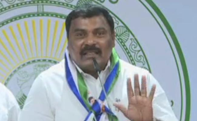 Karanam Dharmasri Slams On Chandrababu Over Onion Prices In Heritage - Sakshi