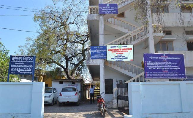 Central Govt Giving RS 500 For SC Hostel Students - Sakshi