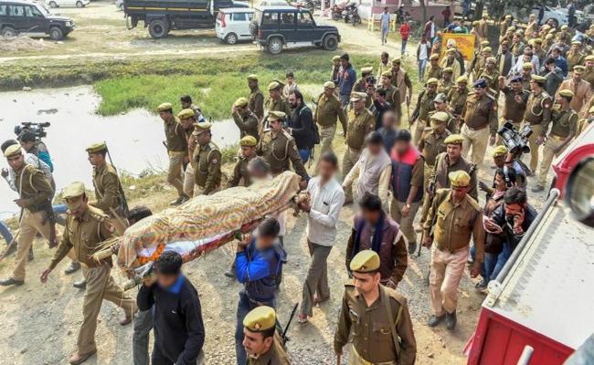 Unnavo case: UP Govt Suspended Seven Policemen - Sakshi