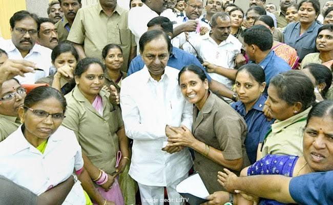 Female Conductors Only Work Until 8 pm In Telangana - Sakshi