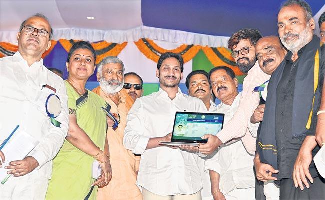 CM Jagan Mohan Reddy Launched Amma vodi scheme at chittoor - Sakshi