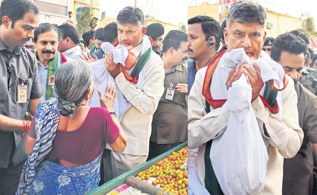Elderly Women Questions to Chandrababu naidu on Amaravati Protest - Sakshi