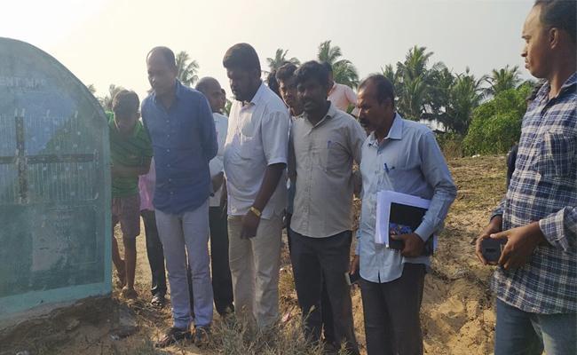 Bomb Blast in Srikakulam Geddalapadu Village School - Sakshi