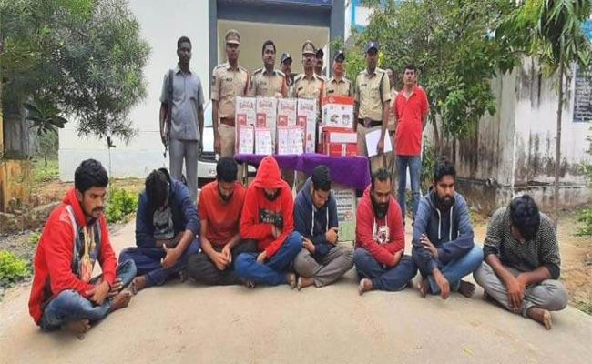 Police Arrested Lucky Draw Cheating Gang In Adilabad - Sakshi