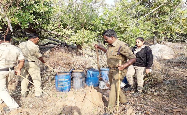 Police Sting Oparation in AOB Srikakulam - Sakshi