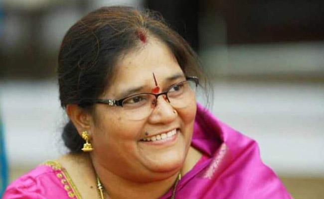 Guntakandla Sunitha Says Not Interested To Contest In Municipal Elections In Suryapet - Sakshi