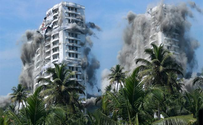 Section 144 Imposed In Maradu Region Ahead of flat Demolition In Kochi - Sakshi