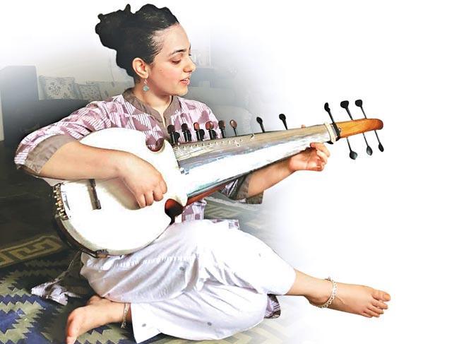 Nithya Menen turns songmaker - Sakshi