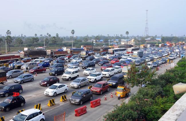 Sankranti Festival: Traffic Jam At Toll Gates - Sakshi