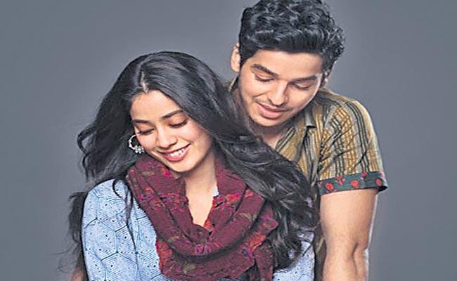 Ishaan Khattar Made A Minor Theft For Jahnavi Kapoor - Sakshi