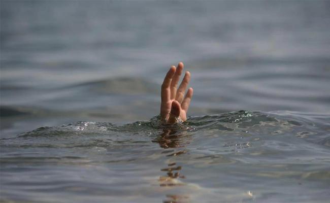 Eleven migrants die after boat sinks off Turkey - Sakshi