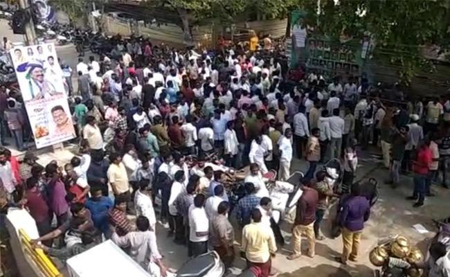 High Tension At YSRCP MLA Dwarampudi House In Kakinada - Sakshi