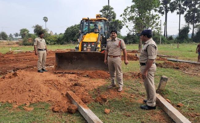 Baindovar Cases On Hen Fight Organisers - Sakshi