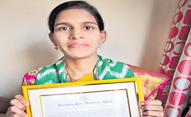 Adilabad Women Mounika Got Award For Tender Vote - Sakshi