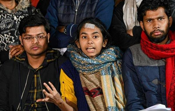 JNUSU claims police ignored messages about mobs presence in varsity - Sakshi
