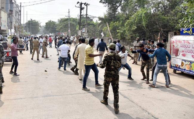 Janasena Activists Attack On Dwarampudi Chandra Sekhar Reddy Residence - Sakshi