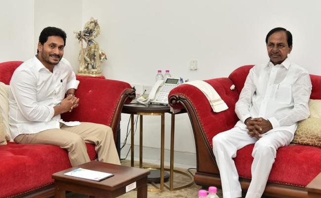 CM YS Jagan And KCR Meets At Pragati Bhavan - Sakshi